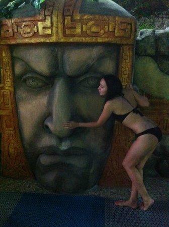 Kharkiv, Ukraina: Интересные статуи