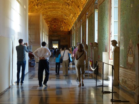 Through Eternity Cultural Association: Vatican Museum without crowds