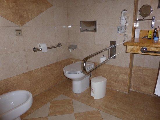 Be Live Experience La Nina: Room toilet facilities