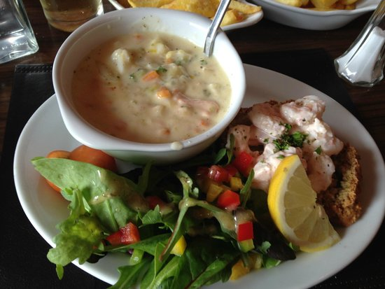 The Fish Kitchen: Chowder and prawn sandwich