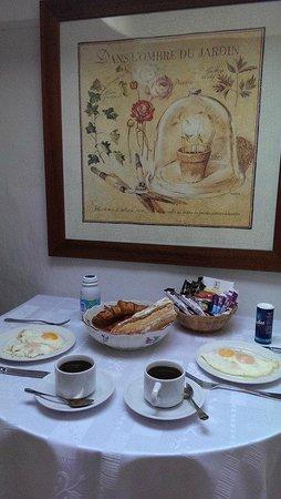 Villa d'Estelle: Наш завтрак в номере