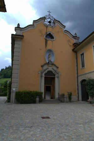 Villa Porro Pirelli: altro scatto della cappella