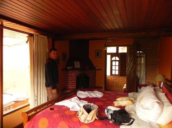 Aldebaran Pousada: Noss quarto com lareira deliciosa.