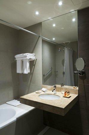 Arawi Lima Miraflores Hotel: Baño habitación