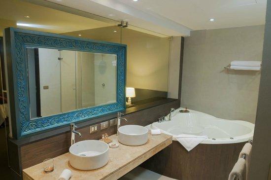 Arawi Lima Miraflores Hotel: Baño Suite