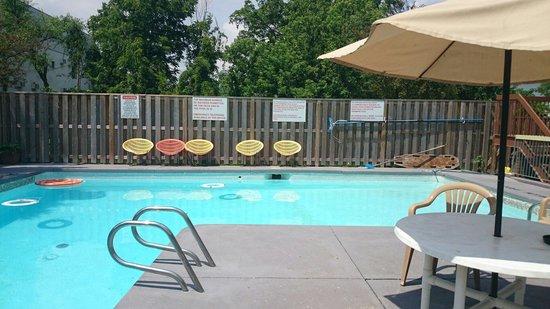 Sunset Inn pool
