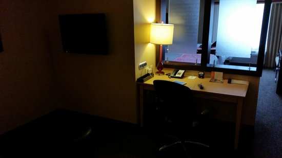 SpringHill Suites Pueblo Downtown: Desk