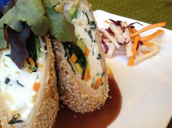 Casa Luna : Rollitos de verduras con queso crema