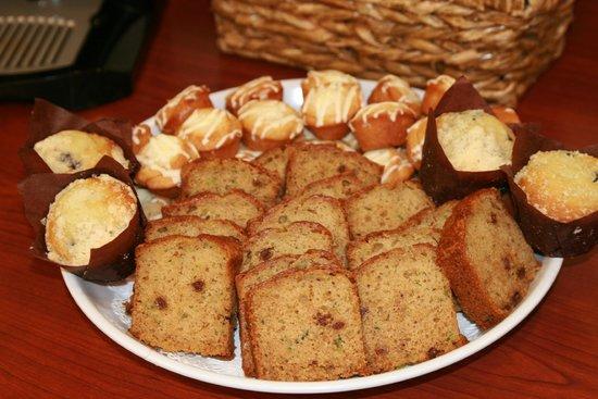 Hampton Inn & Suites Springfield - Southwest: Hampton offers a variety of Bakery Items