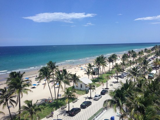 Wyndham Deerfield Beach Resort: View from hallway on 8th floor (we had city view which was ugly)