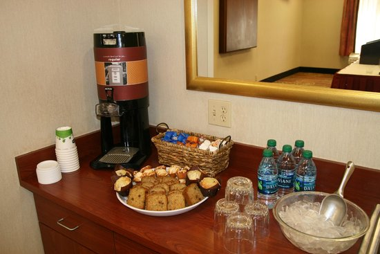 Hampton Inn & Suites Springfield - Southwest: Coffee is Complimentary when you book a meeeting room with us!