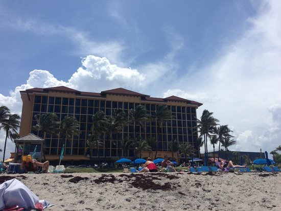 Wyndham Deerfield Beach Resort: from public beach across street