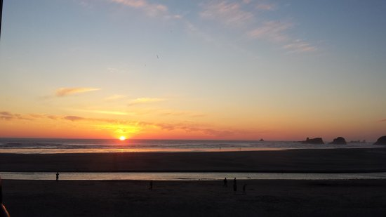 Land's End at Cannon Beach: View of the sunset from the dining table.