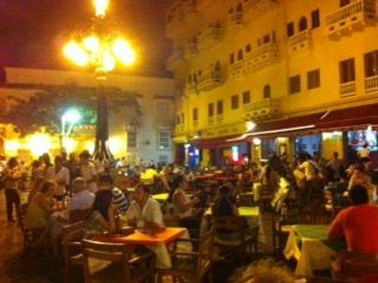 Plaza Santo de Domingo: Plaza a noite