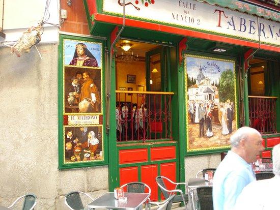 Hostal Puerta del Sol: Kleine urige Bar zum Verweilen