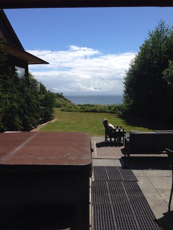 Points West Oceanfront Resort: Amazing view from your private hot tub