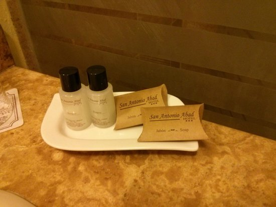 Hotel San Antonio Abad: provided shampoo conditioner and soap