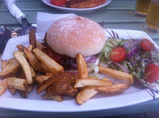 Cobblestones Cafe: Fabulous veggie burger!