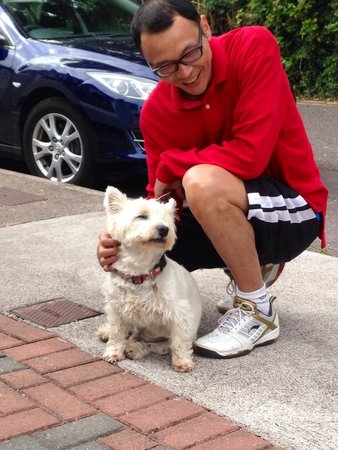 Fernroyd House B&B: A moment with a member of the Fernroyd family: Chippie