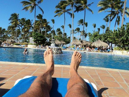 Sirenis Punta Cana Resort Casino & Aquagames : repos soleil piscine
