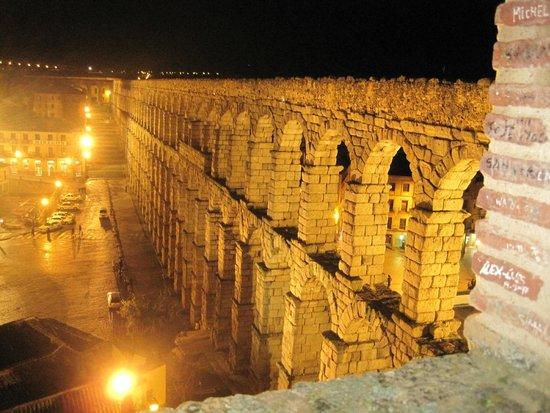 Aquädukt von Segovia: El Acueducto de noche