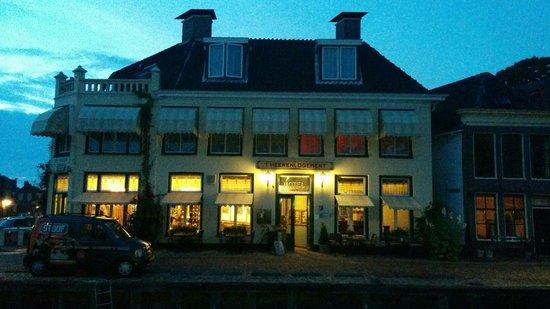 Hotel Restaurant vof 't Heerenlogement: Overkant van de gracht