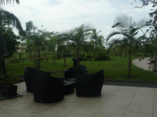 Sofitel Malabo Sipopo Le Golf: terrasse extérieure