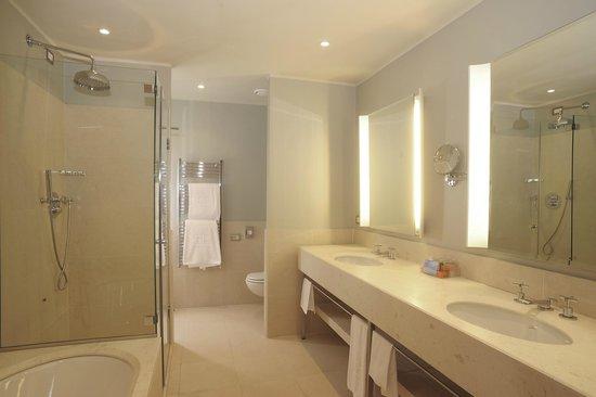 NH Linate: Guest Room - Bathroom