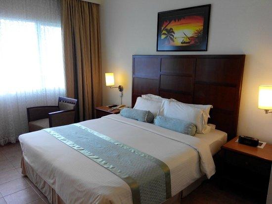 Hulhule Island Hotel: Bed