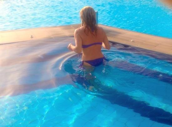 Orizontes Hotel & Villas: idromassaggio in piscina