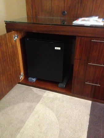 Aliante Casino + Hotel + Spa : Small refrigerator
