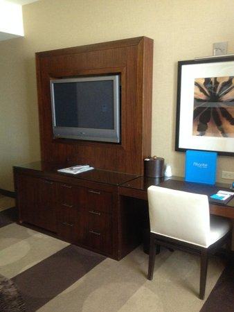 Aliante Casino + Hotel + Spa: TV and Desk Areas