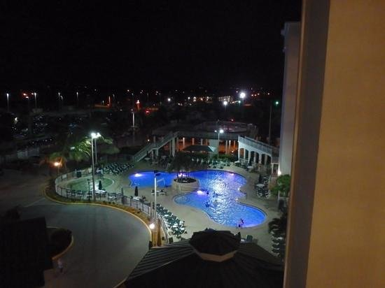 Resort on Cocoa Beach : night view of poo,
