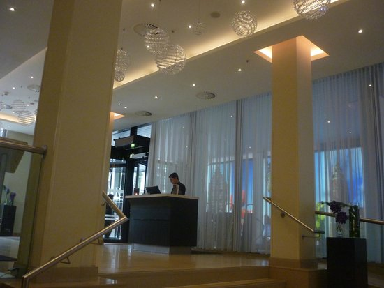 Renaissance Amsterdam Hotel: Lobby area