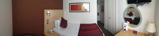 Strand Palace Hotel: Bedroom