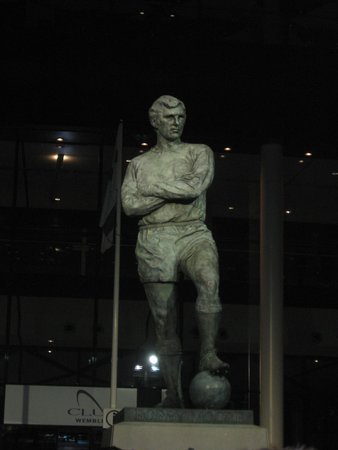 Wembley Stadium : Estatua homenaje a Bobby Moore
