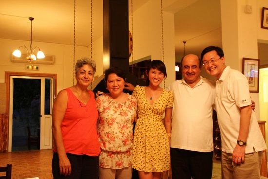 Louis Tavern & Restaurant : Family together with Louis (2nd from right) and his wife (extreme left)