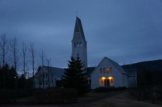 Hotel Selfoss: The church outside the hotel.