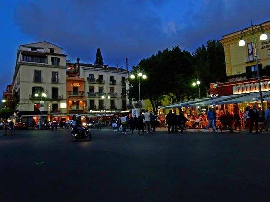 Hotel Rivoli Sorrento: Vista nocturna