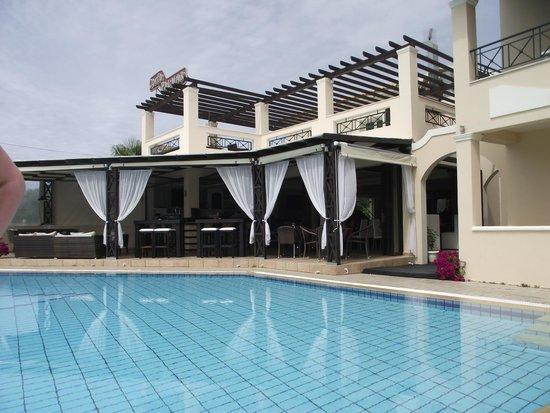Palmar Apartments: Bar view