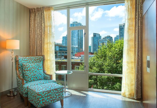Hotel BLU: City Views from our Deluxe King Room