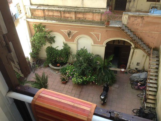 San Daniele Bundi House : View of Charming Courtyard from Room
