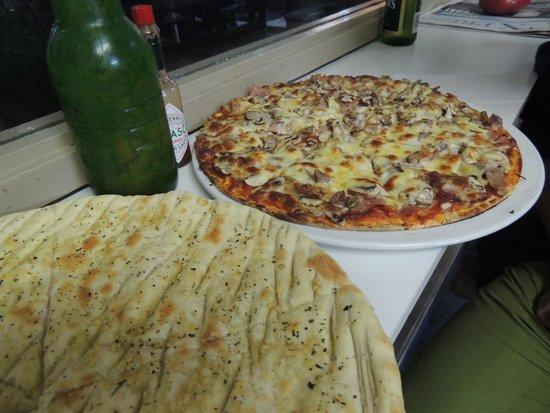 The Skaf'Tin Pizzeria & Take-Away: Garlic Foccacia & Meat Lovers - Tasty!!!