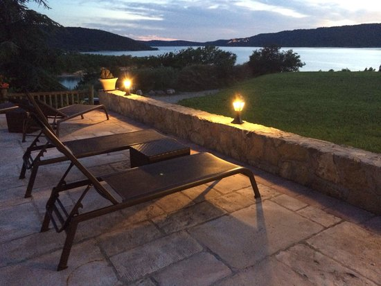 la terrazza sul lago foto di auberge des salles les salles sur verdon tripadvisor