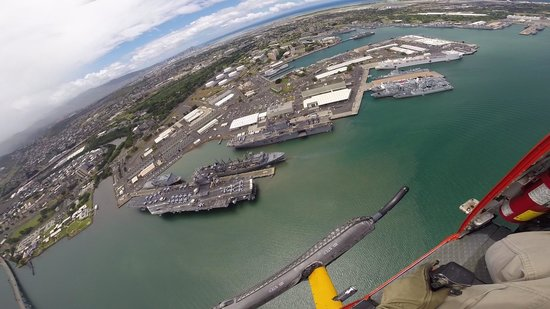 Genesis Helicopters : Aircraft Carrier in Pearl Harbor