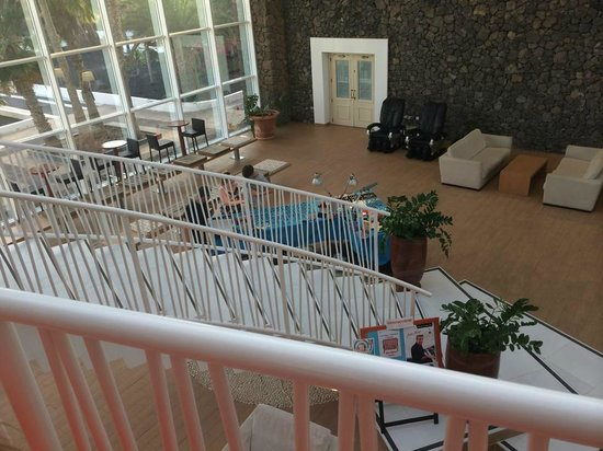 Be Live Experience Lanzarote Beach: Beautiful reception area from bar salon view