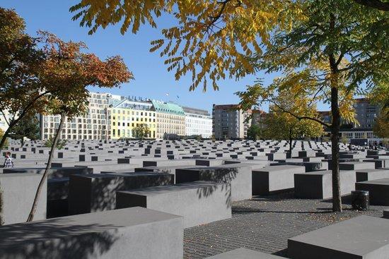 Holocaust-Mahnmal (Denkmal für die ermordeten Juden Europas): Et tidsbillede