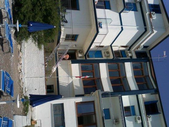 Hotel La Perla: veduta albergo dalla spiaggia