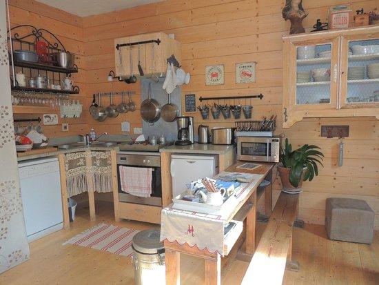 La Maison Bleue: La cuisine
