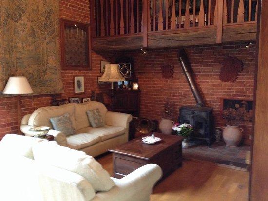 White House Farm: Living room